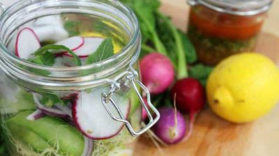 "Recipe:&nbsp;<a href=""http://kitchen.nine.com.au/2016/05/20/11/07/hayden-quinns-salad-in-a-jar"" target=""_top"">Hayden Quinn's salad in a jar</a>"