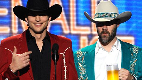 Country music stars say Ashton Kutcher was offensive at the ACM Awards