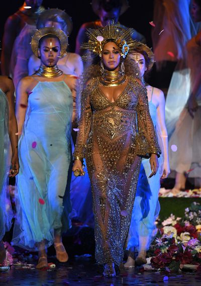 <p>2017: Your standard Duchess of Cambridge, Peter Pan collar maternity wear isn&rsquo;t going to work for Beyonc&eacute;.</p> <p>At a knockout Grammys performance, Beyonce looked every inch the goddess in a golden gown from Peter Dundas, formerly of Roberto Cavalli and Pucci.</p>