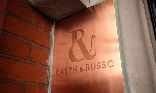 Ralph & Russo's shopfront in London. (Getty)