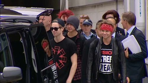 5 Seconds of Summer arrive in Sydney ahead of tomorrow's Aria Awards (9NEWS)