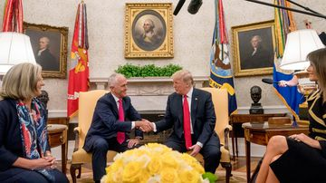 Donald Trump rolls out red carpet for Malcolm Turnbull