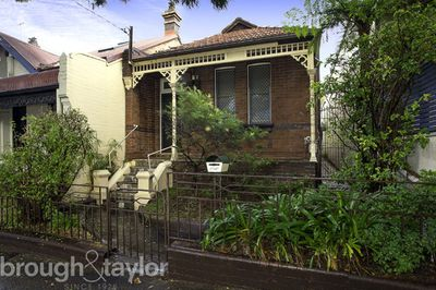 "<strong><a href=""http://http://www.realestate.com.au/property-house-nsw-stanmore-125750766"" target=""_blank"">Stanmore, New South Wales&nbsp;</a></strong>"