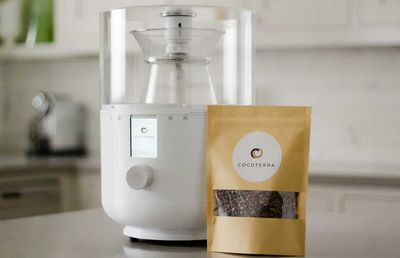 World's first tabletop chocolate maker