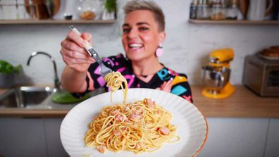 Jane de Graaff shows us the secret to creamy no-cream carbonara