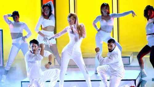 Iggy Azalea performs at the People's Choice Awards in LA. (Getty)