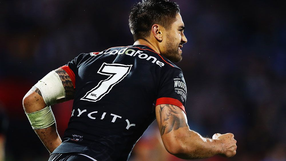 Warriors' Shaun Johnson lands winning goal after Sydney Roosters' Mitchell Pearce penalty