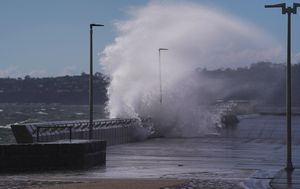 Large wind gusts batter southern states including Victoria, NSW and SA