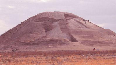 Syrian burial mound oldest war monument