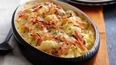 Macaroni cheese with spinach and bacon