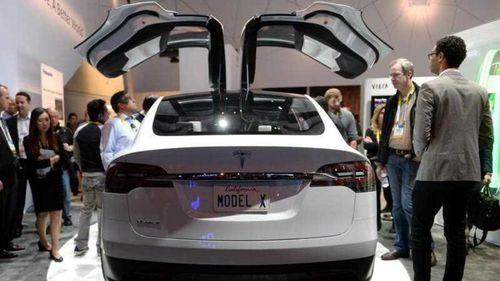 Tesla's new electric model threatened by falling oil prices