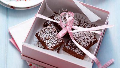 "<a href=""http://kitchen.nine.com.au/2016/05/16/17/26/chocolate-coconut-slice"" target=""_top"">Chocolate coconut slice</a>"