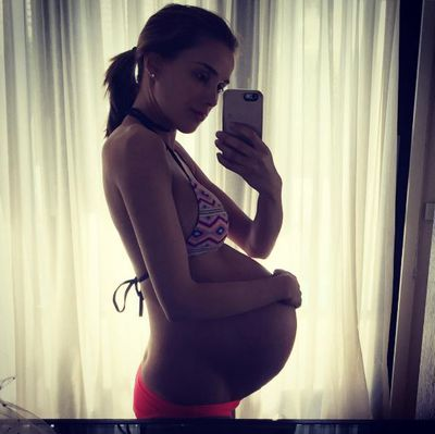 Rebecca Judd loves a baby bump selfie