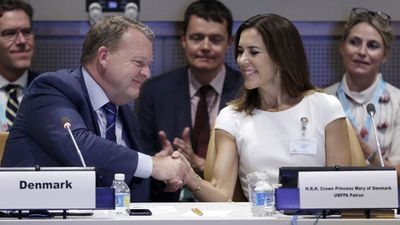 Princess Mary shakes hands with the Danish Prime Minister