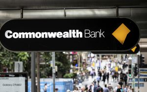 Commonwealth Bank the first big four to slash fixed rate costs, but leaves variable rates untouched