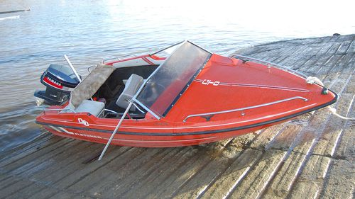 The speedboat was found to be defective and in poor condition.