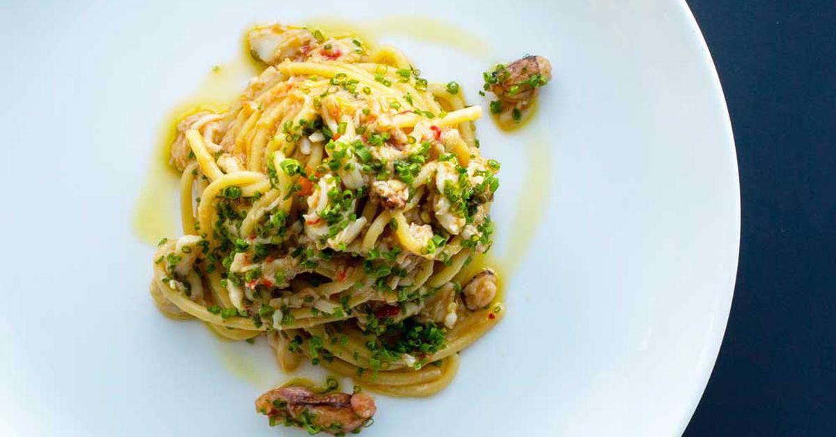 Spaghetti With Spanner Crab Garlic Chilli Parsley And Lemon 9kitchen