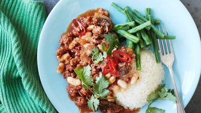 "Recipe:&nbsp;<a href=""http://kitchen.nine.com.au/2016/08/01/13/42/portuguese-minced-lamb-with-white-beans"" target=""_top"" draggable=""false"">Portuguese minced lamb with white beans<br /> </a>"