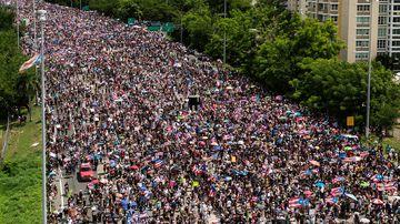 Puerto Ricans march on the Las Americas expressway calling for Puerto Rican governor Ricardo