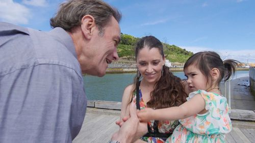 60 Minutes reporter Liam Bartlett meets Sydney mum Chontell Johnson and her two-year-old daughter. (60 Minutes)