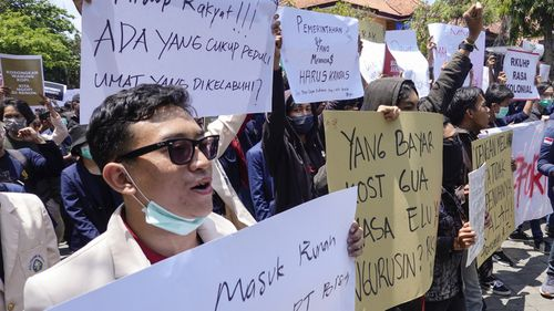 Indonesian students protesting
