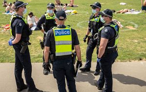 Maskless man arrested after allegedly assaulting police during St Kilda beach 'scuffle'