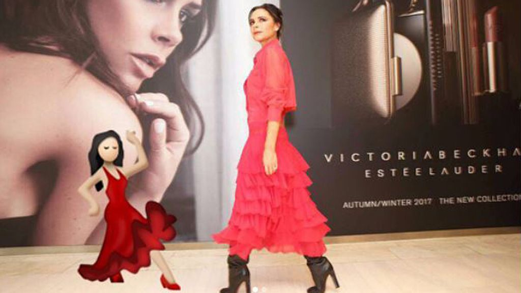 Style twins - Victoria B and the dancing lady emoji. Image: Instagram/@Victoriabeckham