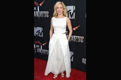 Ellie Goulding opts for a fresh, white look.