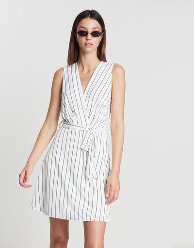 "<em><a href=""https://www.theiconic.com.au/bow-wrap-dress-708081.html"" target=""_blank"" title=""Style Pick-M.N.G Bow Wrap Dress in Off-White, $44.95"">Style Pick-M.N.G Bow Wrap Dress in Off-White, $44.95</a></em>"