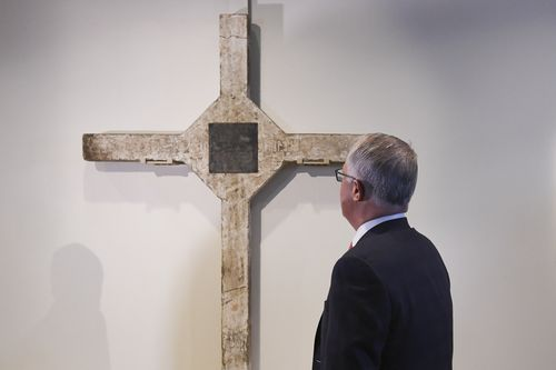 Turnbull attends a ceremony to commemorate the repatriation of the Long Tan Cross at the Australian War Memorial in Canberra today. (AAP)