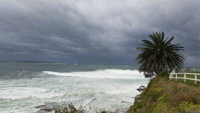 The storm rolls in across Cronulla. (Ben Killen)