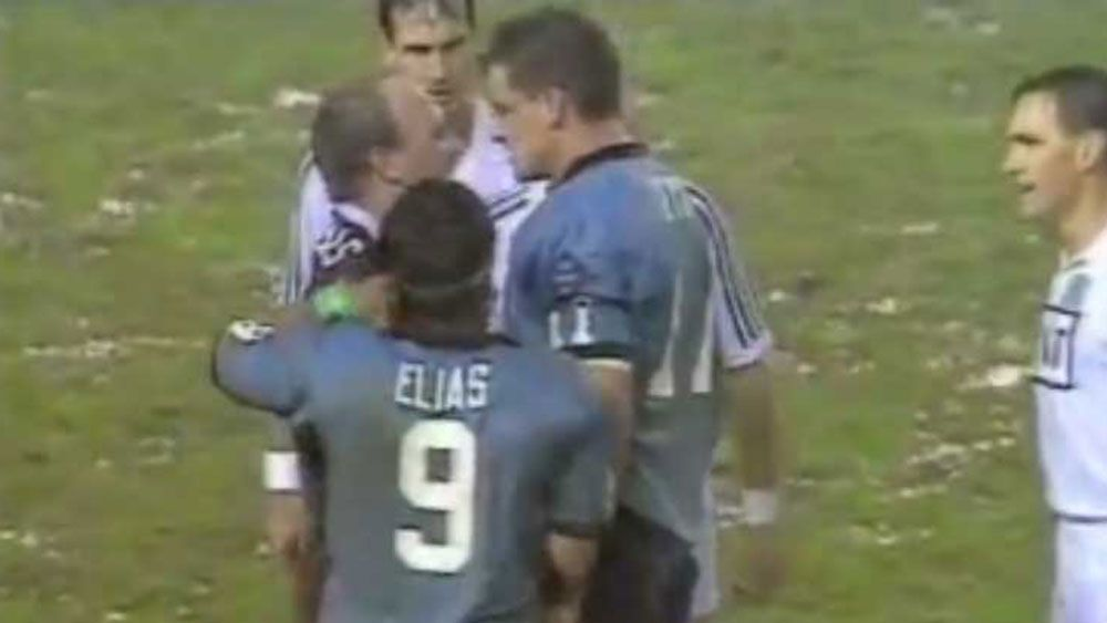 Mark Geyer and Wally Lewis go head-to-head