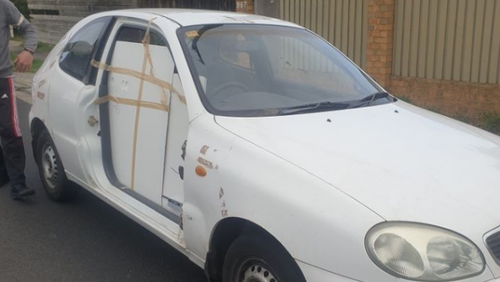 Victorian man driving to WA to visit sister with coronavirus stopped for sticky-taped door