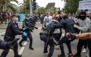 Anti-lockdown protests: Violence erupts as hundreds march in Melbourne