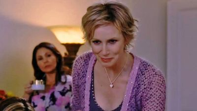 Jane Lynch as Maxine Bennett