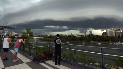 <p>A large thunderstorm approaches Brisbane from the west.</p>