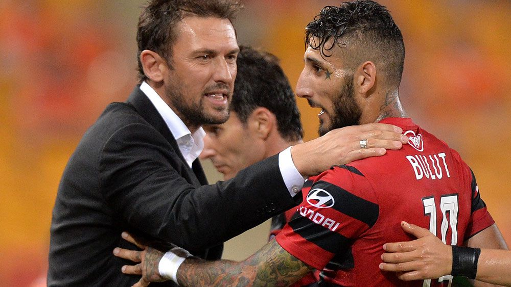 Wanderers coach Tony Popovic and striker Kerem Bulut. (AAP)