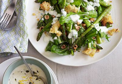 Asparagus and goat's cheese salad