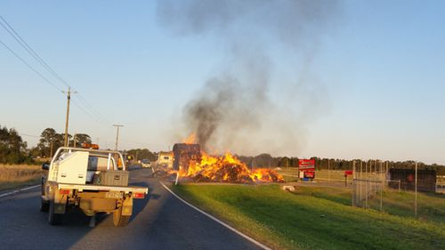 The fire initially  blocked traffic. (Supplied / Donna Burton)