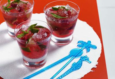 Raspberry and mint mojito