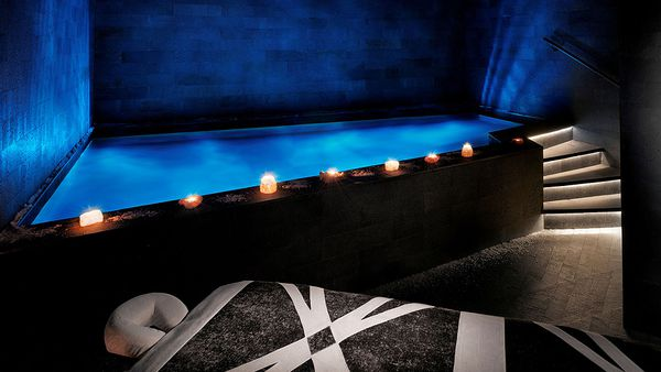 Saray Spa Dead Sea floatation pool (JW Marriott)