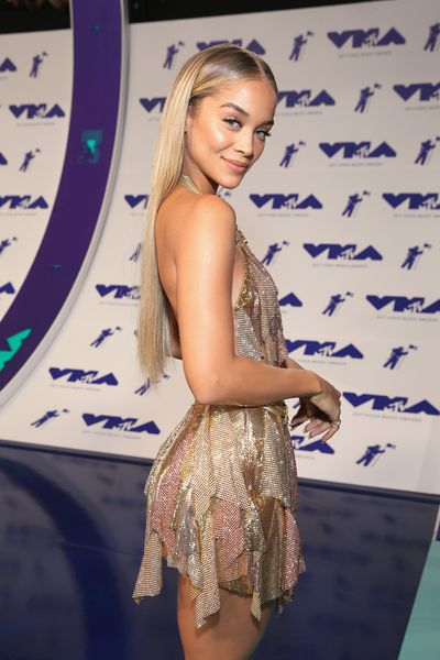 Jasmine Saunders in Moschino at the 2017 MTV VMAs in LA, August 27.