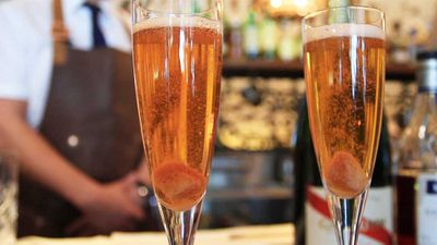 "<a href=""http://kitchen.nine.com.au/2016/10/21/11/09/easy-classic-champagne-cocktail"" target=""_top"">Thirty-second classic Champagne cocktail</a>"