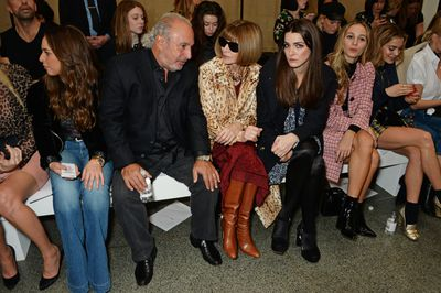 American <em>Vogue</em> editor Anna Wintour and her daughter Bee Shaffer chat to Sir Philip Green (Chairman of the Arcadia Group, a retail giant that includes Topshop).