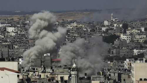 Smoke rises after Israeli missile strikes hit the northern Gaza Strip, Wednesday, July 16, 2014. (AAP)
