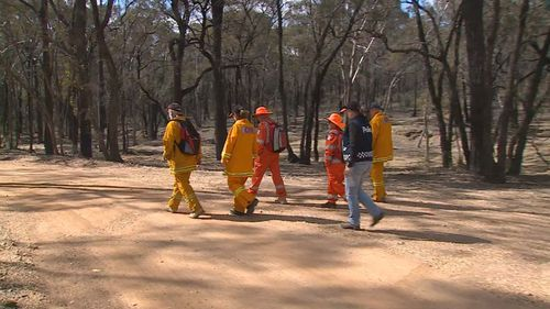 Searchers at the Kangaroo Flat site yesterday. (9NEWS)