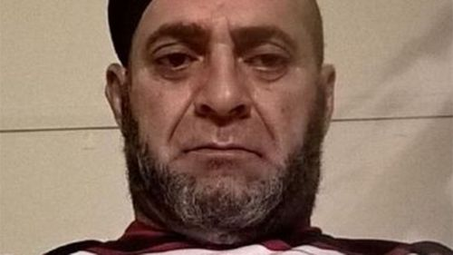 ISIL supporter arrested outside Sydney police station allegedly armed with a knife