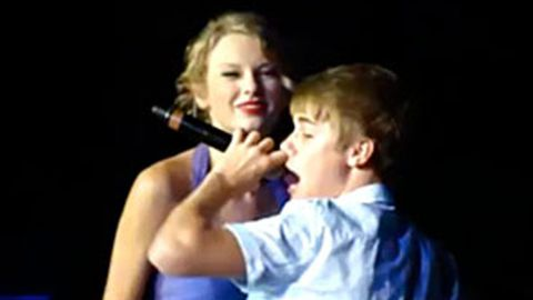 Justin Bieber surprises Taylor Swift fans