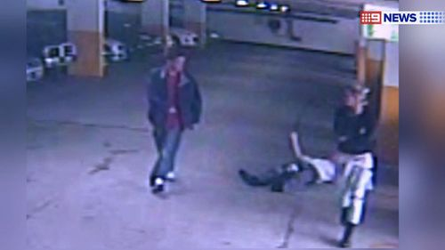 The pair walks away after the violent attack. (9NEWS)
