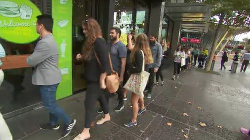 Dozens of hungry dines lined up for the 'Super Cheese Sandwich': the first 100 tasty treats were free. (9NEWS)